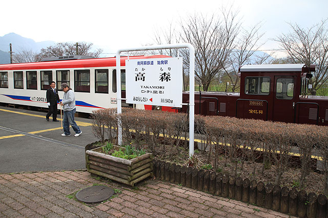 やがて終点の高森駅に到着。