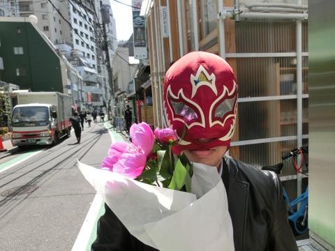 花を持たされた