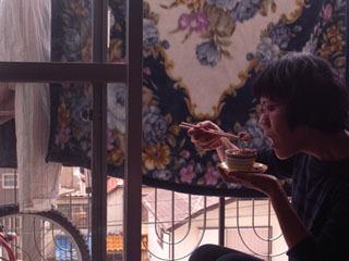 受け皿があると、茶碗を持てない(ごはんをかっ込めない)ことが判明。