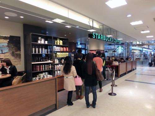 最近できた松江のスターバックス。初日に行列になり、スターバックスの開店初日の売上記録を更新したという。