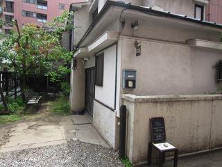 お、一軒家。古民家というより、本当にフツーに昭和の家!