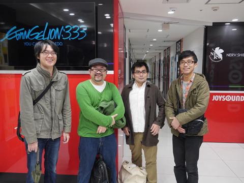左からデイリーポータルZの藤原、平野、編集者の前田、その友人ヒロエ。右二人は録音してこなかったが知り合ってまもないため断れなかった。