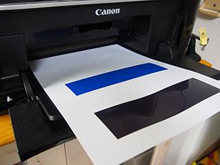 ほぼ同比率で3色が並んでいるものを光沢紙にプリント。