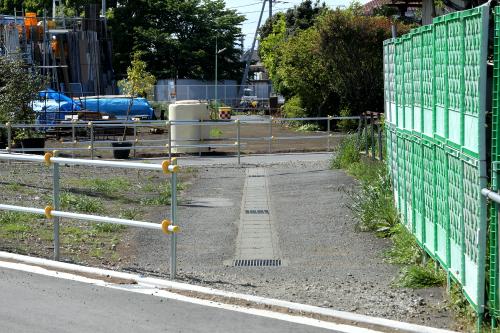 真っ直ぐ通されていた路地は、新道で分断されている