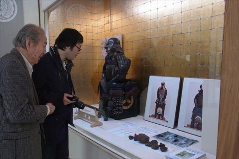 櫻井家に伝わる鎧を鑑賞