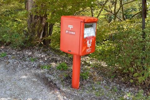 自宅敷地内に郵便ポストがある