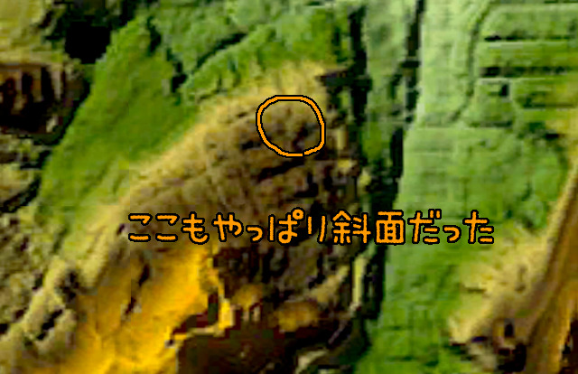 ますかに丸く見えるのが鉄ラ。半島状に突き出た丘陵の斜面に位置している。