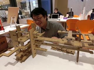編集部に来ていたライター西村さんも喜ぶ