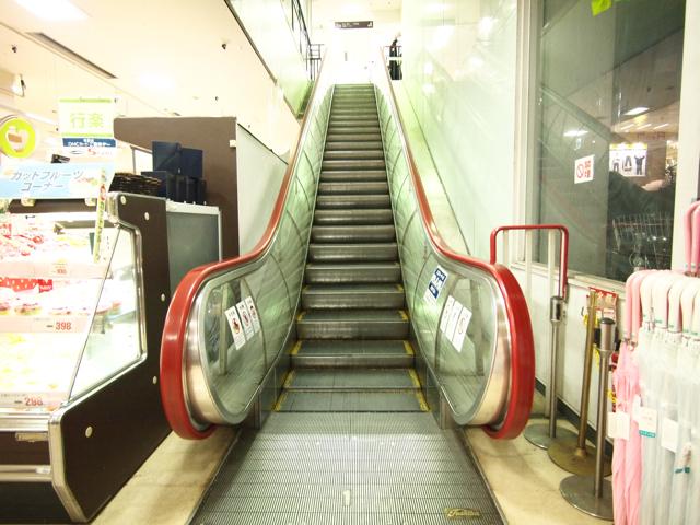 そしてツアーでまわったなかでとても稀少なのがダイエー横浜西口店の全透明タイプの丸ボディ、これはいいものである。