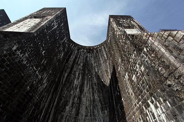 昭和初期の日本の建築物とは思えないくらいエッジの効いたシルエット