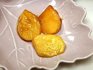 まずはリンゴ。アップルパイのリンゴみたいで甘酸っぱい。 肉との相性もいい。パイナップルと同等には美味しいと思う。トップバッターから優秀である。