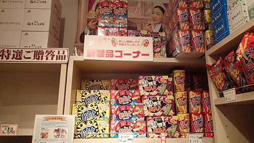 新製品コーナーには普段あまり見ないお菓子が。