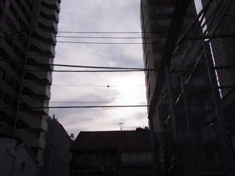 雲が太陽を隠す