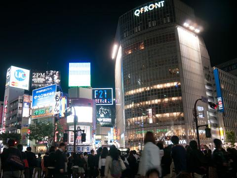 今回注目しているスタバは、渋谷駅前スクランブル交差点の