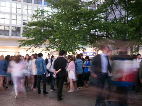 金曜夜の渋谷駅前の様子。これは絶対スタバも激コミのはずだ。