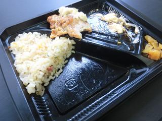炒飯1/2とチキン南蛮2切れを採用