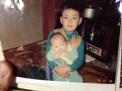 生後4か月の僕と兄。