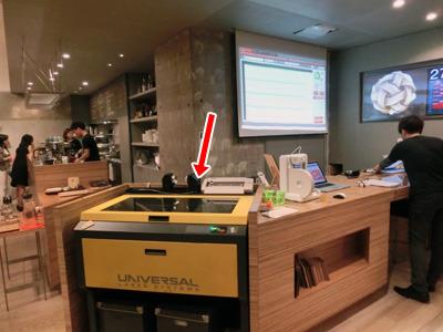レーザーカッター。アイスクリームのケースではない。(当記事では渋谷Co-lab、FabCafeのレーザーカッターを借りています)