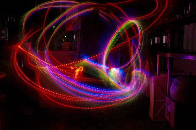 光るラジオ体操第一「体を回す運動」