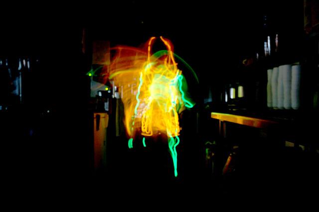 光るラジオ体操第一「体を横に曲げる運動」