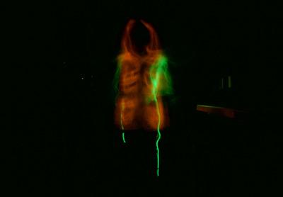 体操を始めようと思ったとたんに接触不良で光が切れたときの1枚。真っ暗闇に呆然と立ち尽くす