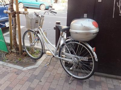 まれに自転車に付けているのも見る。二宮金次郎が薪背負っているみたいながんばりだと思う
