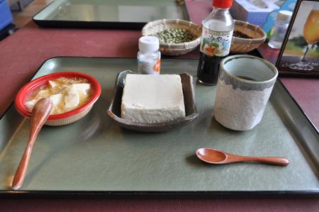 青大豆豆腐と湯葉あんかけを購入。