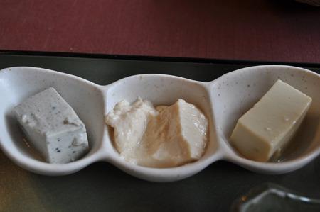 左から胡麻絹ごし豆腐、ざる豆腐、青大豆豆腐。また青大豆豆腐来た!