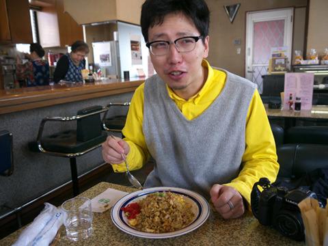 「麻生家の味、めっちゃうまい……」 麻生太郎の舌と自分の舌がカレーの味を介して今つながる……!!