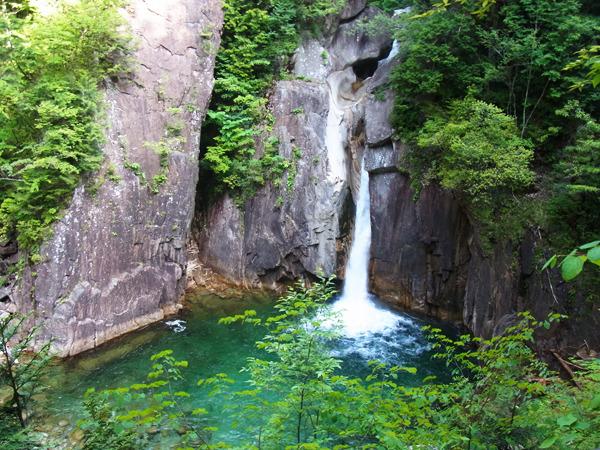 そしてこの美しい『牛ヶ滝』を無事見る事が出来たのでした。色にも音にも空気にも癒される場所だった。