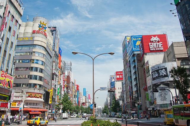 自分でも作ってみよう、とやってきたのは新宿。