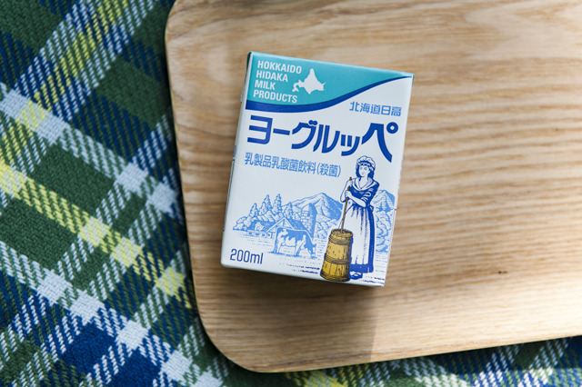 続いても北海道から「ヨーグルッペ」 。 宮崎県都城市にある南日本酪農協同とグループ企業で北海道日高町にある北海道日高乳業の乳酸菌飲料。ん? 宮崎なのに北海道??
