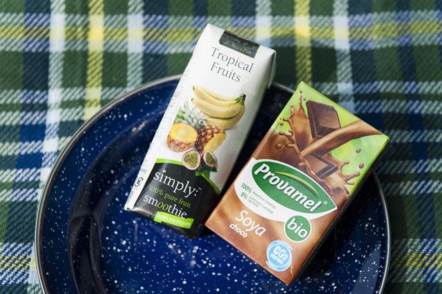 「輸入」の持つおしゃれさを全力でぶつけてきた感。スムージーの「Simply Smoothie」トロピカルフルーツ味と豆乳の「Provamel 」 チョコレート味