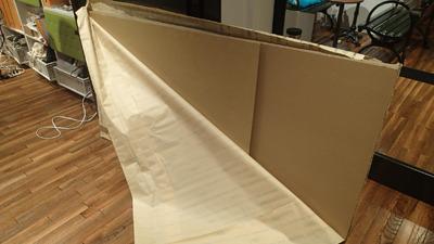 材料は180cm×90cmと90×60.5cmのダンボール板