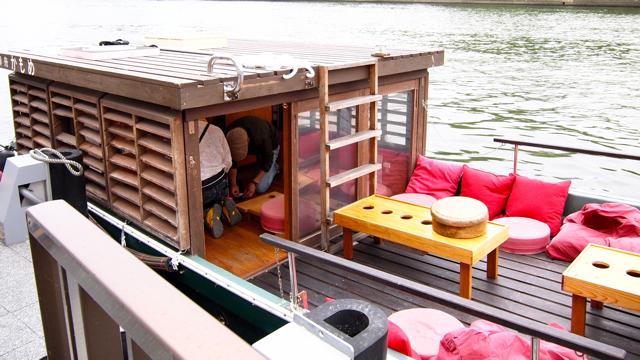 いつも大阪のクルーズでお世話になっている、御船かもめ(http://www.ofune-camome.net/)さん。年々船上設備がバージョンアップしてものすごく居心地のよい船になってゆく。