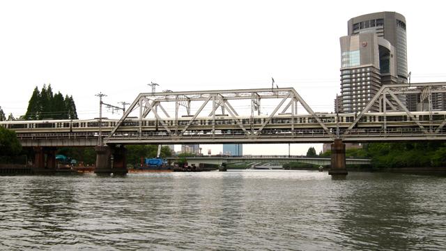 伏線としての大川を渡る橋その2。大阪環状線の鉄道橋である。