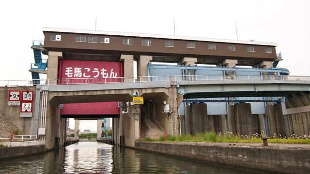 淀川側には選挙ポスターみたいに名前が書いてあった
