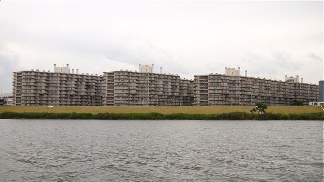 なんとその方、赤川鉄橋至近の淀川沿いマンションにお住まいなのだそうだ。というかこのマンションすごい。