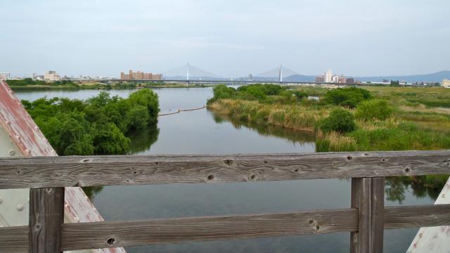 橋からの眺めもかなりいい。でも、欄干はめちゃくちゃ木製。