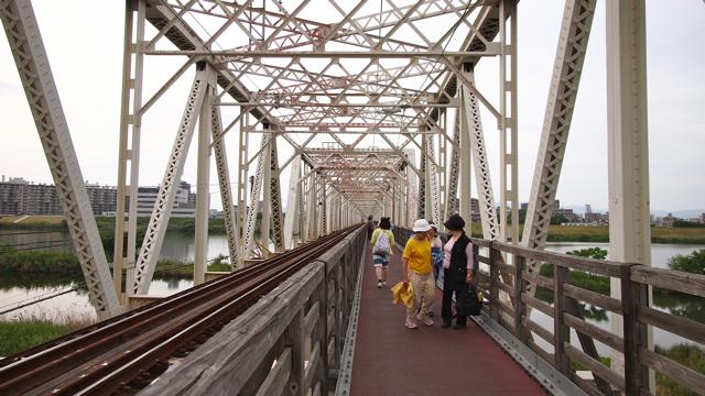 市民憩いの橋、という感じである。