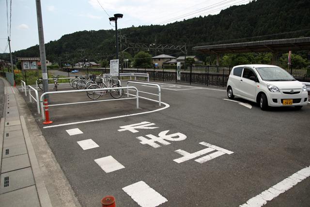 伊藤「このロータリーがいいですね、小さくて」 萩原「入口と出口がこんなに近い!」 伊藤「真ん中の駐輪場もいいです」