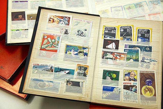切手コレクションの一部。宇宙開発競争で国威発揚ってのが冷戦時代っぽくて良い。