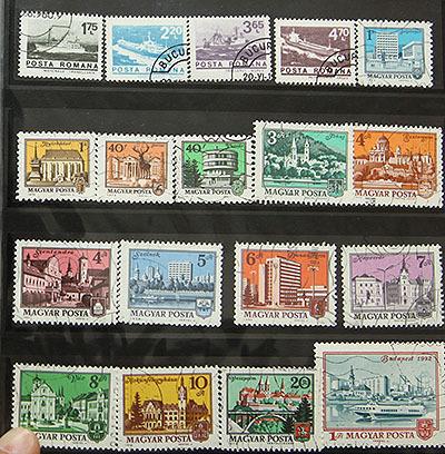 外国の切手たち。使用済みのを売ってるとこがあるんだってさ。