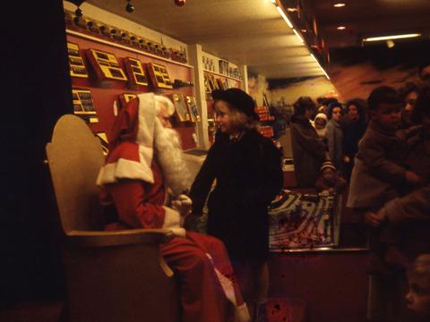 クリスマスの本来など知ったものか、時代の波に流されろ!