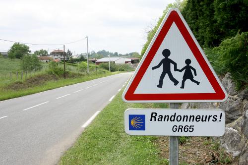このような普通の道路標識も狙われがち