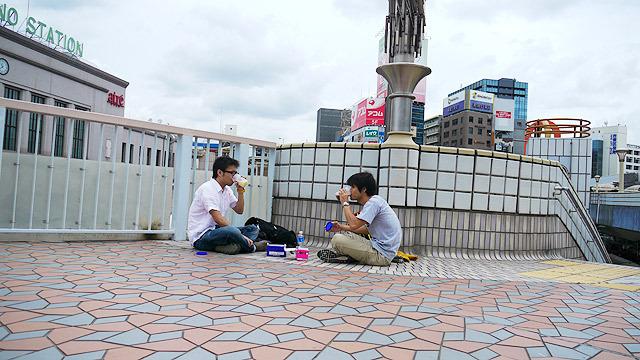 上野駅で早くも休憩