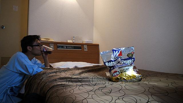 ホテルに戻りプロテインを飲んだ