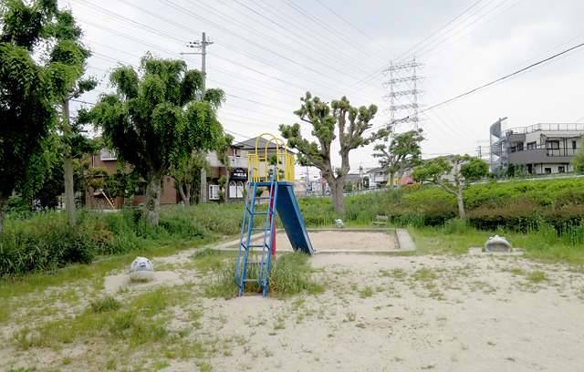 そろそろ向こうに目指す鉄塔が見える、そんな場所にあった公園。