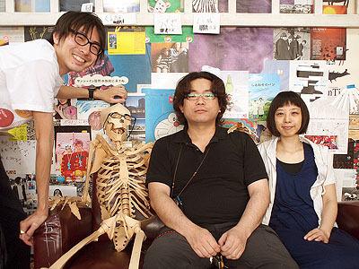 左からバイヤーの高柳さん、アートディレクターの高橋さん、代表の藤沼さん、デザイナーの蒔田さん。高柳さんいわく、オタクの集まりだそうです。