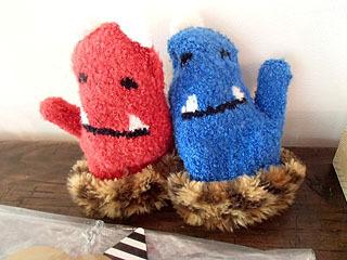 こちらは立体手袋シリーズの赤鬼青鬼。鬼のお面とセット。子供用のみ。
